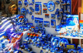 Какие сувениры туристы чаще всего привозят из Греции?