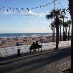 На испанском курорте Бенидорм пляжи вновь расчертят на квадраты безопасности. Места всем не хватит