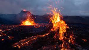 В Исландии семья продает участок с действующим вулканом