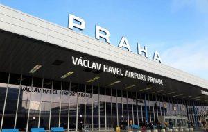 В аэропорту Праги усилили контроль за прилетающими пассажирами